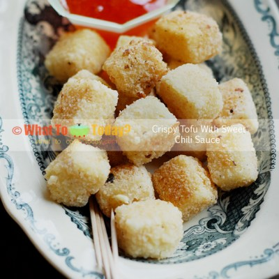 CRISPY TOFU CUBES WITH SWEET CHILI SAUCE