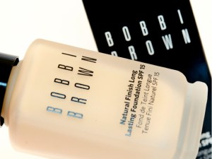 Royal Beauty Bag: Bobbi Brown Foundation