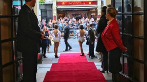 Lady in Red : Kate Attends 42nd Street Theatre Premiere
