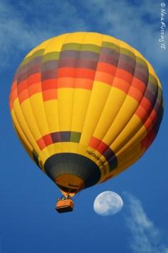 Balloon with moon