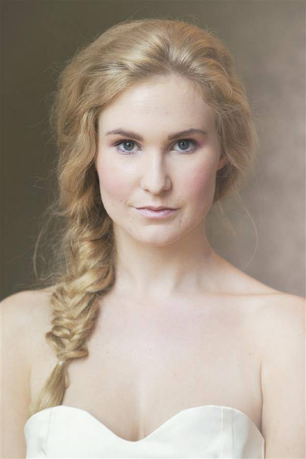 natural bride make up hair plait