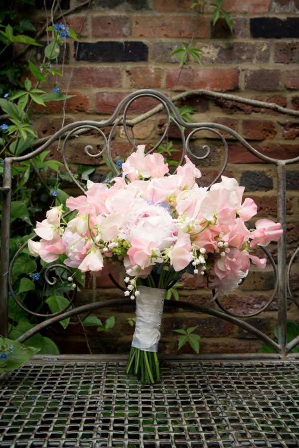 sweetpea bouquet http://www.jasminephotography.co.uk/