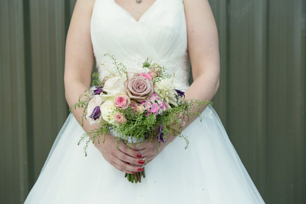 pretty natural wedding bouquet - Debs Ivelja Photography http://www.debsivelja.com/