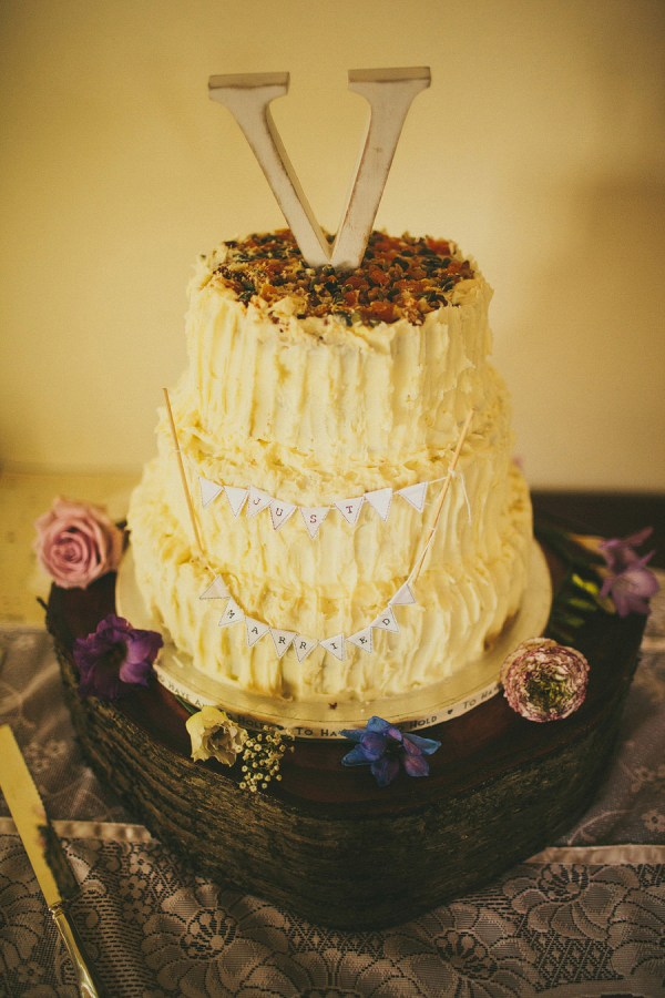 rustic wedding cake http://www.mikiphotography.info/
