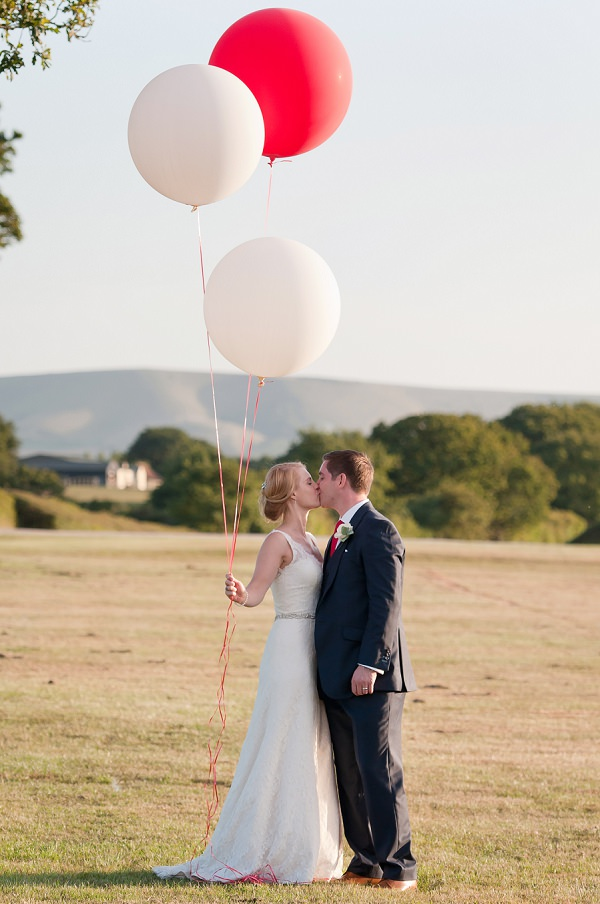 Chic & Relaxed Country Rustic Wedding http://www.sarareeve.com/