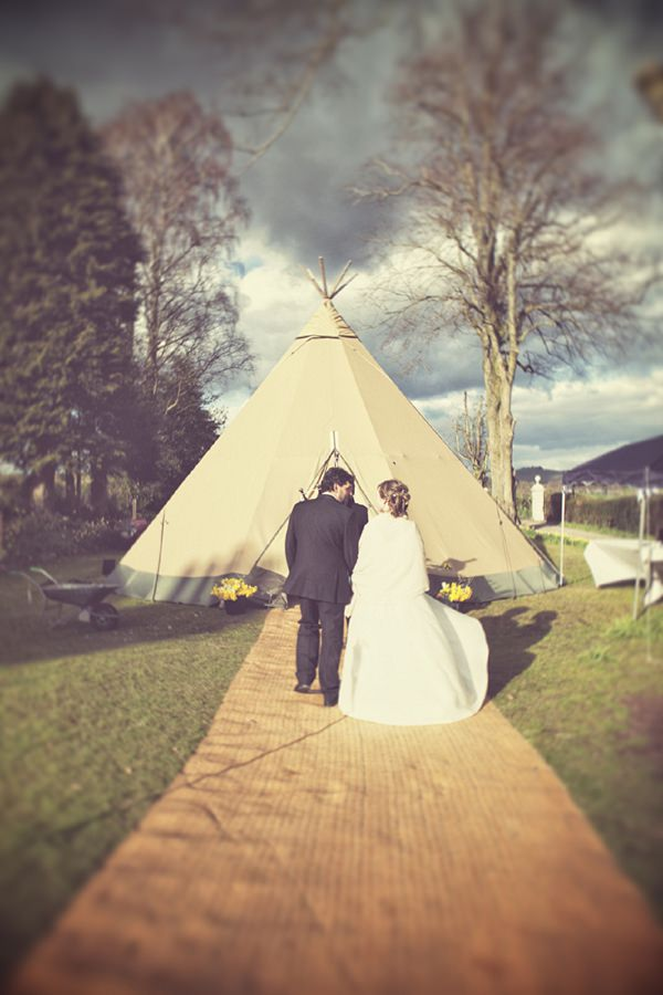 Tipi Tee Pee Wedding Ideas Planning Decor Advice http://www.onloveandphotography.com/