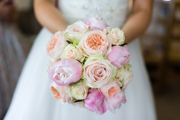 Pretty Pink DIY Farmhouse Wedding http://www.shootphotography.info/