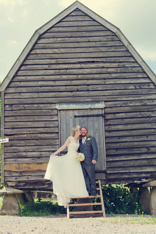Outdoorsy Rustic Farm Wedding http://www.photoinspiration.co.uk/