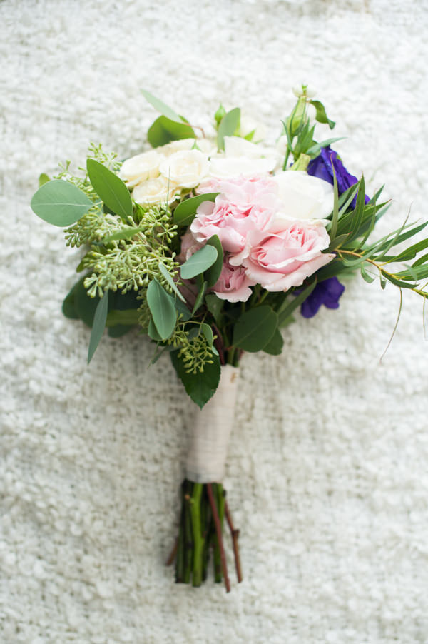 Stylish Elegant Gold City Wedding Pretty Bridal Bouquet http://sourceimages.co.uk/