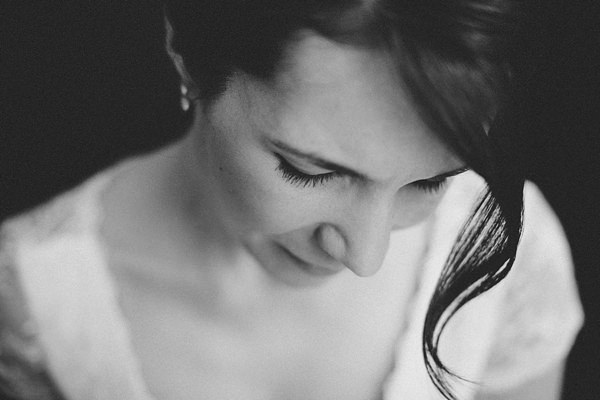 Stylish Rustic Barn Wedding Natural Bride Make Up Lashes http://www.lolarosephotography.com/