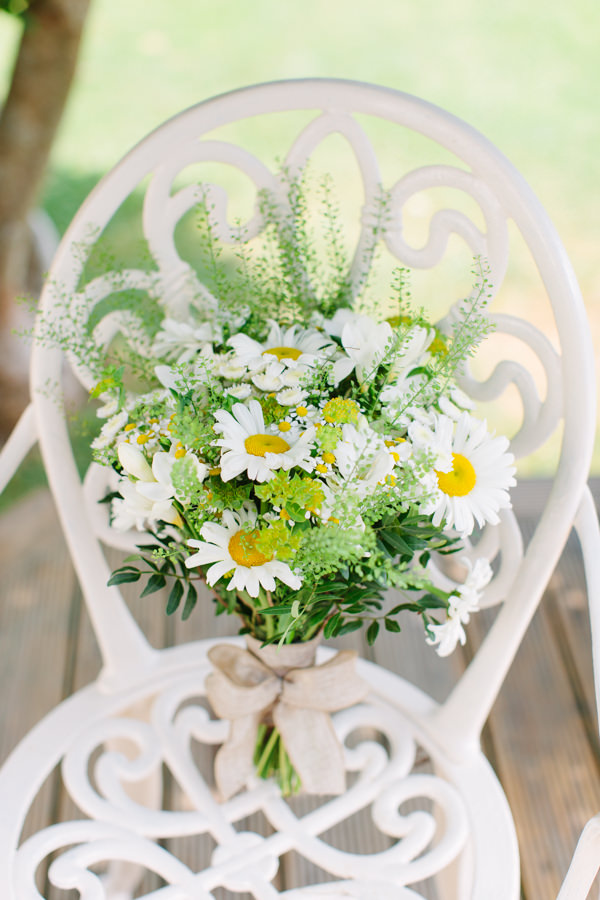 Natural Rustic Daisy Wedding Bridal Bouquet Summer http://www.camillaarnholdphotography.com/