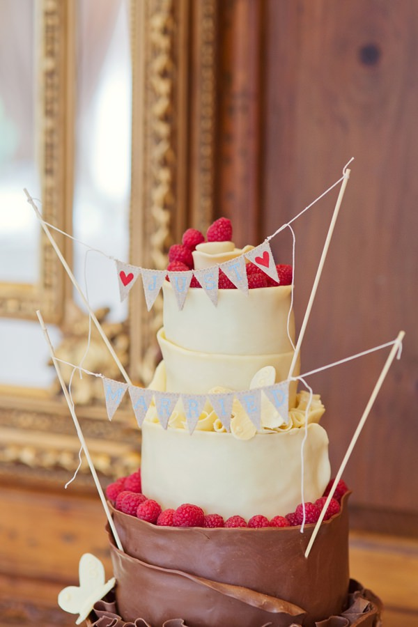Timeless Modern Hydrangea Wedding Chocolate Cake http://www.cottoncandyweddings.co.uk/