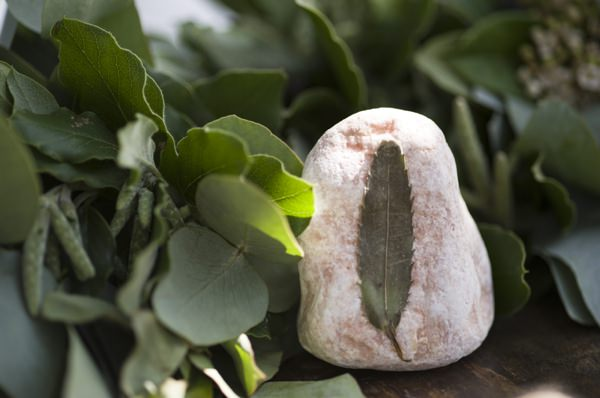 DIY Tutorial How To Pebble Stone Dried Flower Leaf Botanical Favours Place Names