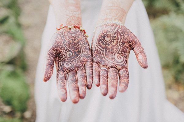 Henna Hands Bride Beautiful English Indian Wedding http://www.scuffinsphotography.com/