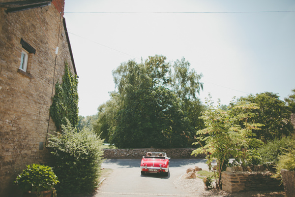 Relaxed Country English Garden Flowers Wedding Classic Car http://photofactorysite.com/
