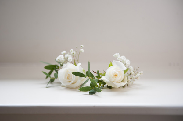 Pretty Country Garden Wedding White Rose Flower Crown http://fionasweddingphotography.co.uk/