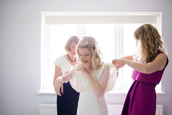 Stylish Modern Monochrome Village Hall Wedding http://www.sarareeve.com/