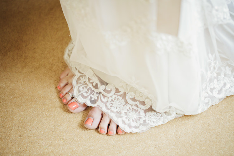 Coral Nails Varnish Bride Bridal Natural Country Pub White Wedding http://www.gemmawilliamsphotography.co.uk/