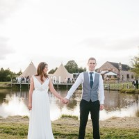 Stylish Outdoor Tipi Wedding http://www.danhoughphoto.com/