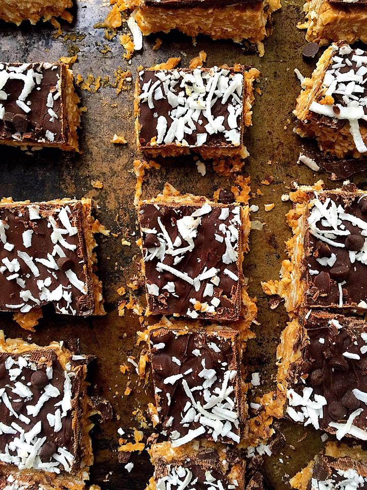 {Vegan} No Bake Chocolate Peanut Butter Coconut Bars | Whisk and Shout