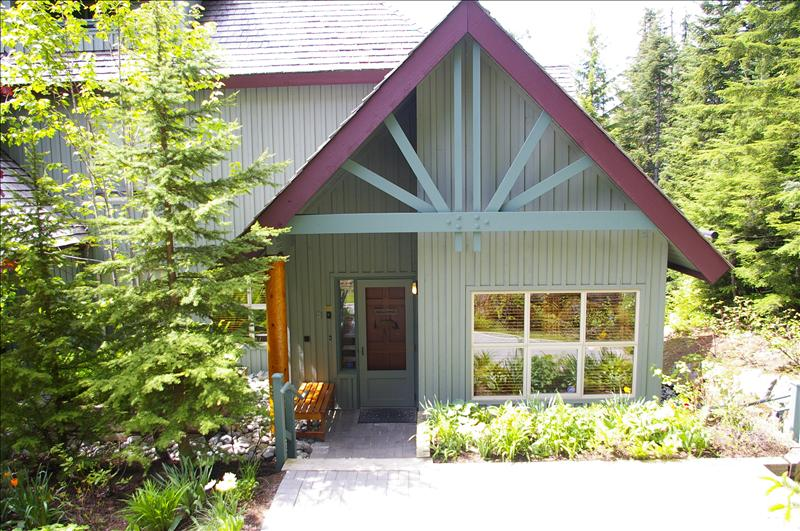 Whistler arrowhead point vacation rentals whistler for Whistler cabin rentals