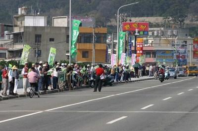 牽手護台灣的行動匯聚了可觀的「人氣」。