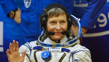 The International Space Station (ISS) crew member Peggy Whitson of the U.S., waves before a space suit check at the Baikonur cosmodrome, Kazakhstan, November 17, 2016. REUTERS/Shamil Zhumatov - RTX2U6TL