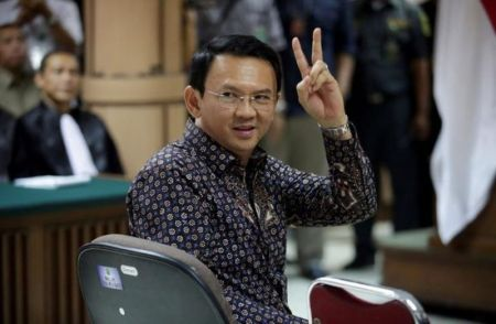 Jakarta's Governor Basuki Tjahaja Purnama gestures inside the courtroom during his blasphemy trial at the North Jakarta District Court in Jakarta, Indonesia, on Dec. 27, 2016. (PHOTO: REUTERS/BAGUS INDAHONO)