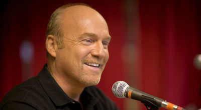 Greg-Laurie-microphone-media