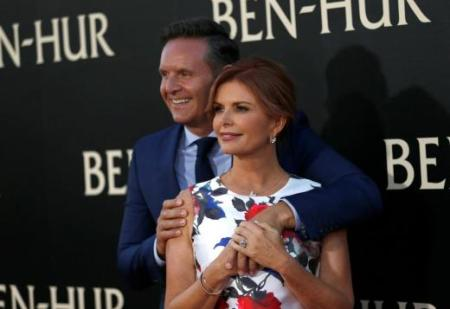 """Executive producer Roma Downey and her husband producer Mark Burnett pose at the premiere for the movie """"Ben-Hur"""" at TCL Chinese theatre in Hollywood, California U.S., August 16, 2016. REUTERS/Mario Anzuoni"""