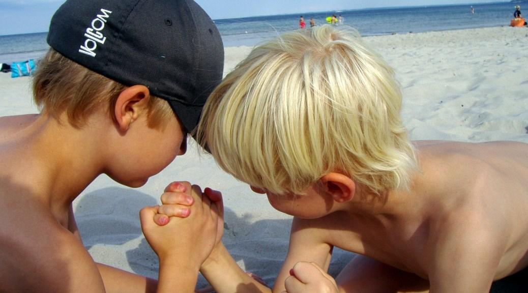 children-arm-wrestling-beach-176645_1280