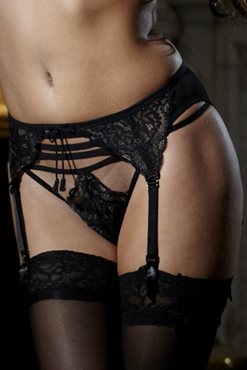 WideCurves Review: Pour Moi? Addicted G-String and Suspender. Image from Pour Moi?.