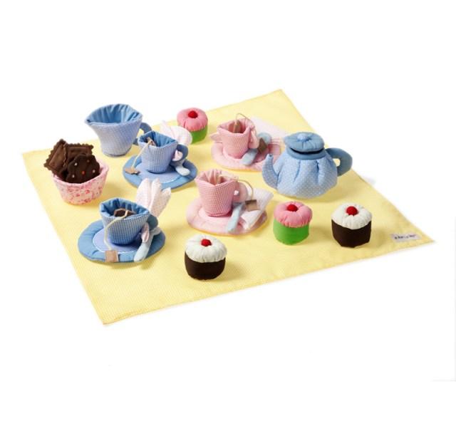 Oskar and Ellen Tea Set Spielzeug aus Stoff