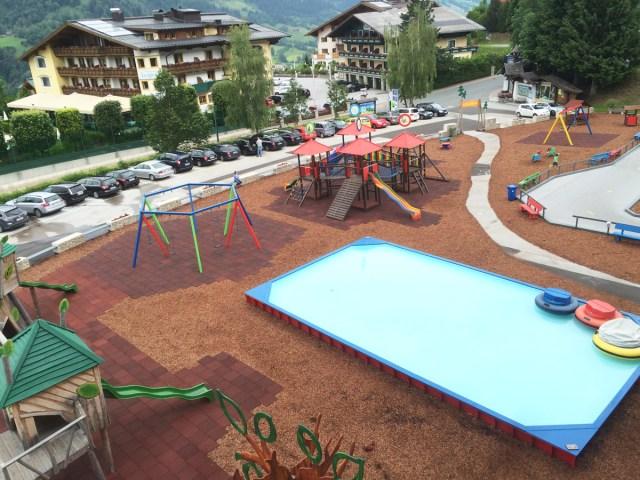 Spielplatz-Talstation