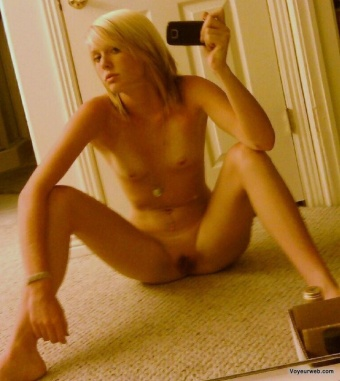 Seldom.. possible Amateur mirror self shots masterbating