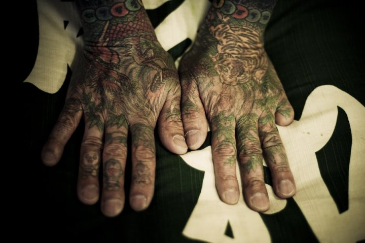 yakuza-members-cut-off-their-fingers-to-apologize-for-mistakes