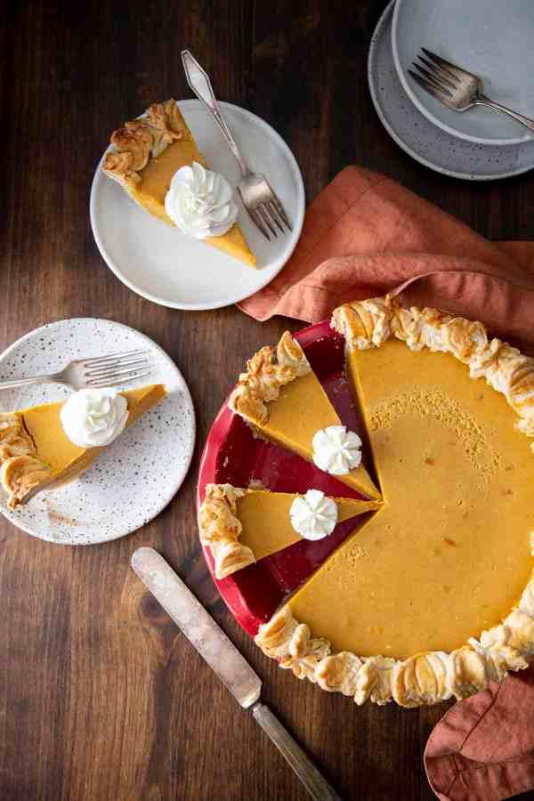 Pumpkin Pie with Decorative Crust | wildwildwhisk.com