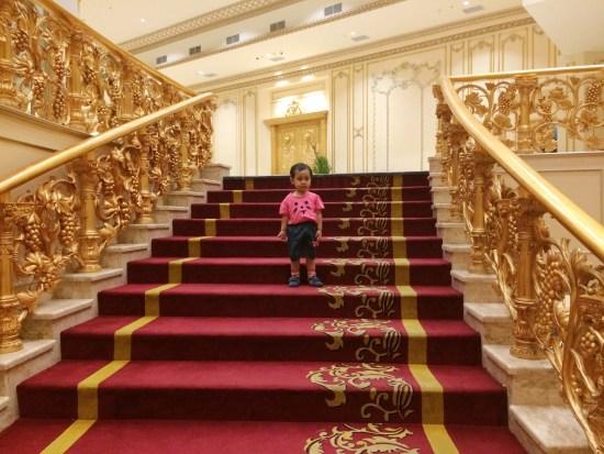 Tangga Hotel Myko yang terkesan mewah