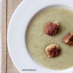 Rozgrzewająca zupa na przeziębienie: ziemniaczana z pieczonym czosnkiem i jabłkiem