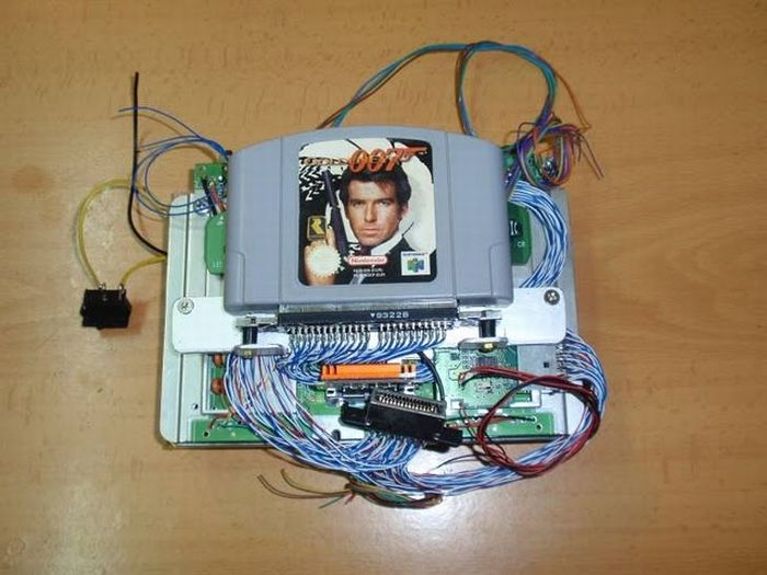 How this guy transform Nintendo 64 into A Handheld game console 21