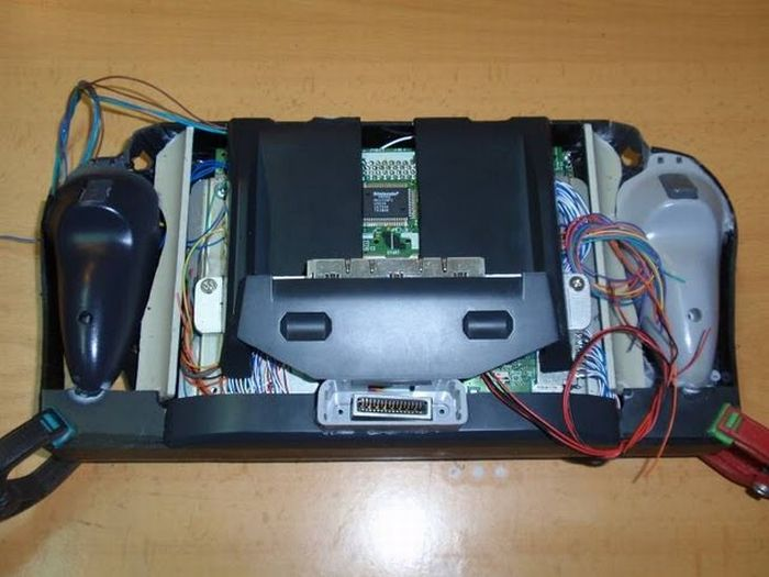 How this guy transform Nintendo 64 into A Handheld game console 38