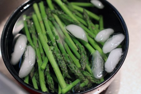 asparagus on ice