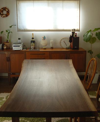 無垢オーダーテーブル、アメリカンブラックウォールナット一枚板天板のダイニングテーブル、ご納品の様子