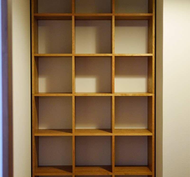 2015-12-17-tana-bookshelf007_full