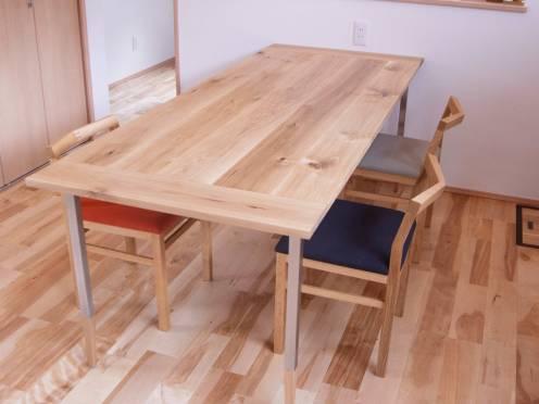 オルタナティブテーブルとピコチェアをあわせたダイニングテーブルセット