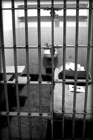 Alcatraz_prison_jail_1009101_h