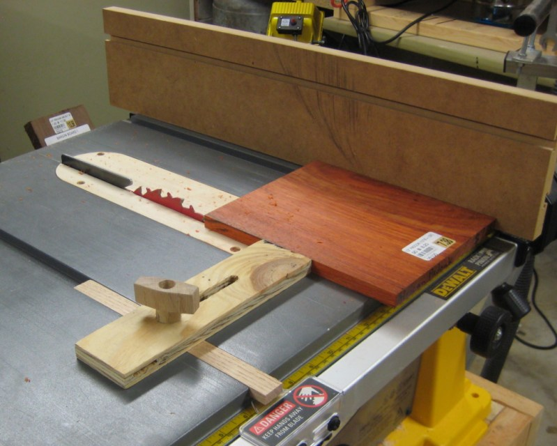 Using the thin rip jig to rip the sides