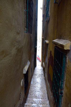 Lisbon Narrow Path