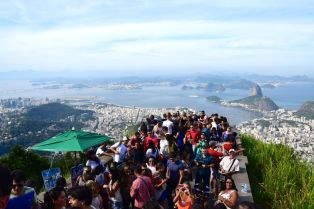 Christ the Redeemer Crowds