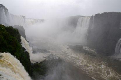 Iguacu Falls Center View